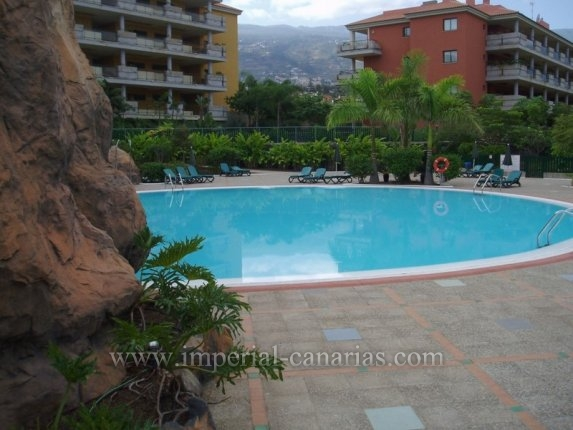 Flat in El Durazno  -  Beautiful and spacious two bedroom apartment and large private garden in complex with pool and tropical garden