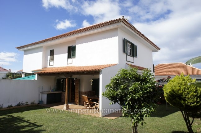 Duplex-chalets in Ciudad Jardín  -  Big semi detached villa with private garden and BBQ!