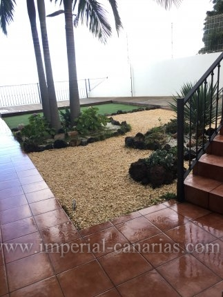 Beautiful townhouse in Tamaide with garden and wonderful views to the sea and Teide.
