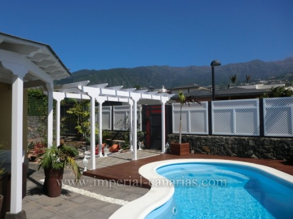 Einfamilienhaus in El Durazno  -  Einfamilienhaus in modernem Stil und vor kurzem mit Pool gebaut