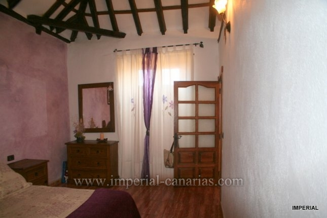 Canary style house in Icod de los Vinos  -  Don´t miss this opportunity!!!!! Beautiful house in the center of Icod de los Vinos near the butterfly garden and the famous tree ´Drago Milenario´.