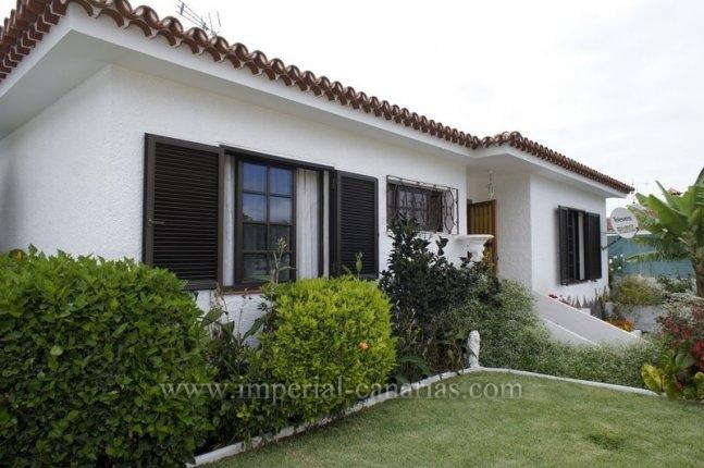 Chalet in San Antonio  -  House with pool and private garden in Puerto de la Cruz