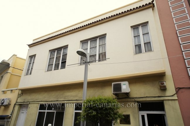 Canary style house in centro  -  Town house in the center of Puerto Cruz for comercial use!